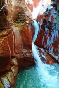 idéal pour un,séjour initiation au,canyon ou,canyoning ,dans la sierra de guara ou dans le Alpes-Maritimes avec plouf le canyoneur pour faire des ,rappel,saut,toboggan